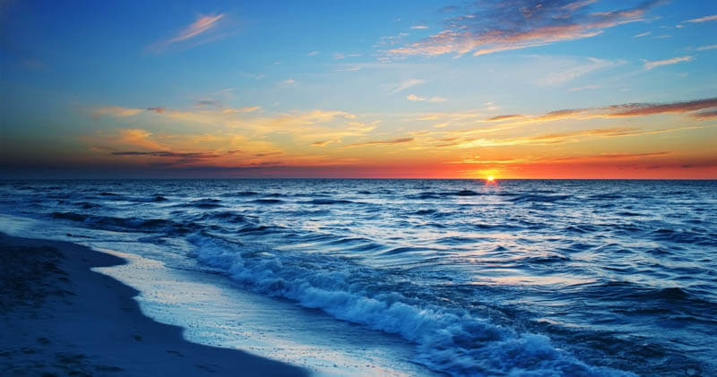 5 تفسيرات هامة لرؤية البحر في المنام